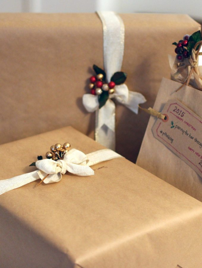 Simple Rustic Holiday Gift Wrapping